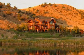 Montana fishing lodges provide excellent food and high quality fly fishing for trout.