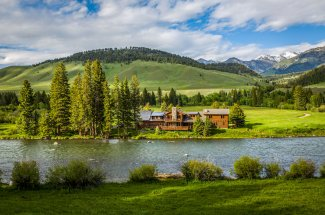 Fly fishing lodge in Montana