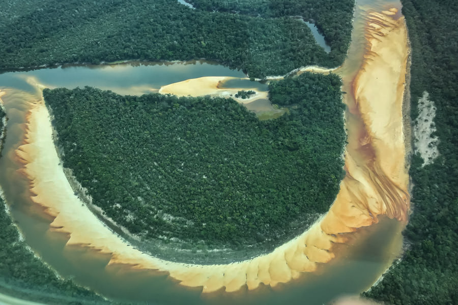 The Agua Boa River has unique structure, deep runs interspersed with shallow sand flats. The sand flats offer superlative sight casting opportunities